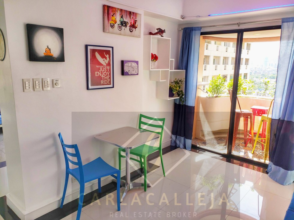 Sunette Tower for Sale Balcony View of Bel-Air and BGC Skyline dining area sunette for sale