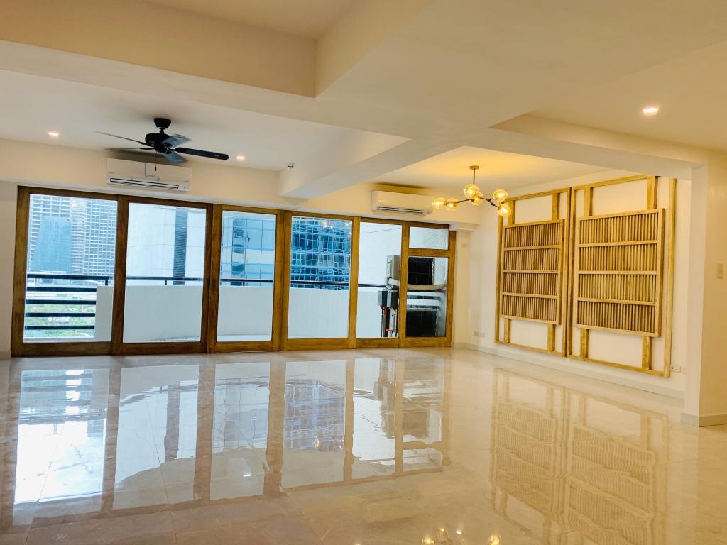 Elegantly designed 2 Bedroom Parc Regent, Salcedo Village Makati